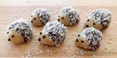 Vánoční ježci patří mezi nepečené druhy cukroví, které zaujme děti i dospělé. Krásná a roztomilá zvířátka se hezky tvoří a chutnají báječně. Vyzkoušejte je také. Recept je velmi snadný. Christmas Sweets, Christmas Candy, Christmas Baking, Czech Recipes, Ethnic Recipes, Czech Desserts, Hedgehog Craft, Cannoli, Christmas Cookies