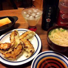 今日の夕飯(≧∇≦)  実家でもらって来たいつもの冷凍餃子、ビールで食べようと思ったけど、年末にRちゃんが持って来てくれた梅酒を思い出したので、ソーダ割りに♡  佐渡・北雪酒造の美味しい梅酒〜  冷奴はトッピングする削り節すら切らしてたので醤油かけただけ… - 63件のもぐもぐ - 焼き餃子、冷奴、えのきと油揚げのお味噌汁、NOBUで出されている北雪梅酒のソーダ割り 2015.4.11 by kirahime