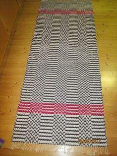 Lemmenpolku räsymatto Rag Rugs, Handmade Rugs, Scandinavian Style, Weave, Pattern Design, Recycling, Textiles, Knitting, Inspiration