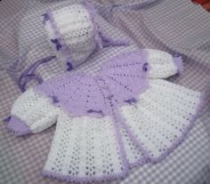 casaco de bebe feito de croche