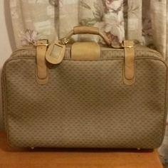 WOW VINTAGE GUCCI LUGGAGE CARRYON HANDBAG Absolutely beautiful. Nice n clean inside. VERY WELL KEPT LUGGAGE. GUCCI SERIAL- small GG ALL OVER. Soft LEATHER etc- Serial under GUCCI made in ITALY TAG. - Shiny brass parts - GUCCI on LUGGAGE STRAPS etc., Regulation size 23x14! Don't pass it by! ★ HARD TO FIND well kept, STUNNING RARE BEAUTY! No trades, no pp. Final price! ======= GUCCI Bags Travel Bags