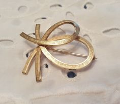 Vintage 12k Gold Filled Bow Style Pin Brooch Marked V.D. Van Dell? | Jewelry & Watches, Vintage & Antique Jewelry, Costume | eBay! Vintage Vans, Gold Filled Jewelry, Brooch Pin, Antique Jewelry, Gold Rings, Sparkle, Rose Gold, Bows, Costume