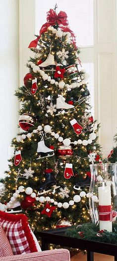 christmas tree garland Beautiful christmas tree decoration ideas to see 19 Christmas Tree Garland, Christmas Tree Themes, Noel Christmas, Rustic Christmas, Xmas Tree, White Christmas, Christmas Crafts, Holiday Decor, Candy Cane Christmas Tree