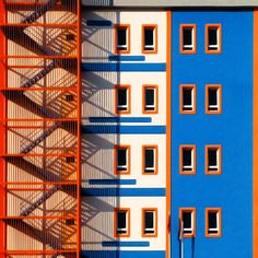 Yener Torun, is an architect-turned-photographer who has lived in Istanbul since he was and has now decided to show an unconventional side of his city. His minimalist street photography shows. Turkish Architecture, Colour Architecture, Minimalist Architecture, Architecture Details, Interior Architecture, Post Modern Architecture, Interior Design, Art Conceptual, Motif Art Deco