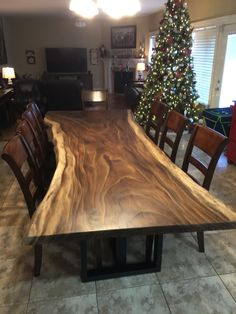 Awesome 40 Fascinating Diy Dining Table Design Ideas That Looks Awesome Wood Slab Table, Wooden Dining Table Designs, Wood Table Design, Wooden Dining Tables, Trestle Tables, Walnut Dining Table, Natural Furniture, Live Edge Furniture, Dining Furniture
