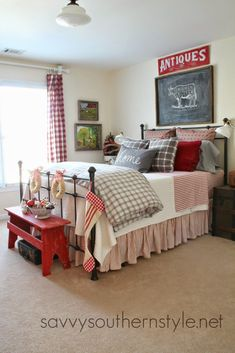 36-cozy-master-bedrooms-red-gray-winter-bed #PrimitiveBedroom