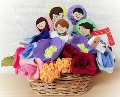 両親へ銀婚式のプレゼントに。 家族のマスコットと花束を。