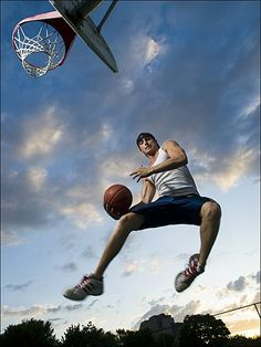 Koszykówka uwalnia emocje. #koszykowka #sport Get the best tips on how to increase your vertical jump here: