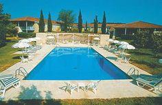 Hotel met modern ingerichte kamers en verwarmd openluchtzwembad.LiggingLiggingca. 1152 km van Utrechtingebed tussen het groen, de zonnebloemvelden en de olijfgaardenca. 4 km van de dorpjes Aurons...