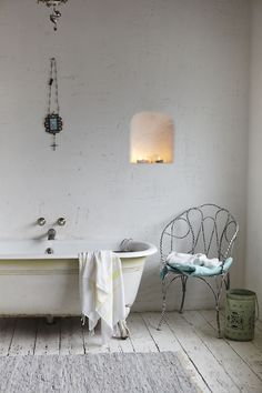 light candle & bath tub