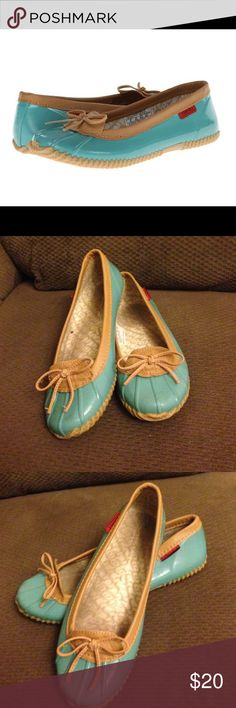 """Chooka duck skimmer turquoise size 8 Chooka duck skimmer turquoise size 8. First picture is a stock photo please see all other pictures  Rubber.Rubber sole Heel measures approximately 0.25"""" Rain shoe A slim, lightweight flat that keeps toes dry on damp days, these have some wear but not much... Most is on the inside of shoe. Leather trim. Make an offer Chooka Shoes Winter & Rain Boots"""