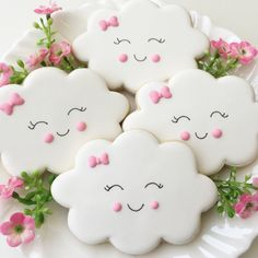 Happy little clouds to brighten up your Monday! The sweetest cookies for a baby shower or a baby birthday party Tanya Gosson Renz. Sweet Cookies, Baby Cookies, Iced Cookies, Cute Cookies, Cupcake Cookies, Sugar Cookies, Icing Cupcakes, Birthday Cookies, Vanilla Cookies