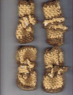 Front of booties - Lawanda V. Cox, designer free pattern dog booties for winter Crochet Dog Clothes, Crochet Dog Sweater, Crochet Bunny, Cute Crochet, Pet Clothes, Crochet Animals, Crochet Pet, Dog Booties, Pet Sweaters
