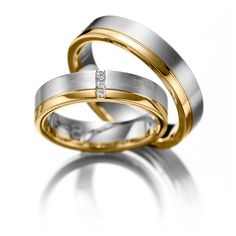 Wedding Rings Bicolor, 123gold Classic Line, White Gold 375/- & Yellow Gold 375/-, 3 brilliant cut diamonds combined 0.03 ct Trauringe 123gold Classic Line, Weißgold 375/- Gelbgold 375/- Breite: 5,00 - Höhe: 1,50 - Steinbesatz: 3 Brillanten zus. 0,03 ct. tw, si (Ring 1 mit Steinbesatz, Ring 2 ohne Steinbesatz)