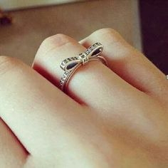 I swear i'm in love with this bow ring <3 Need one ASAP!