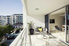 Brisbane apartment balcony by Gary Hamer Interior Design. Photo www.blixphotography.com