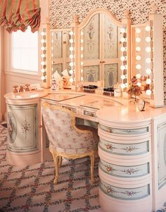 Don't like the general fussiness of this, but the vanity/dressing table combination is sensational. My absolute dream is a 3-mirror vanity with chair or stool!