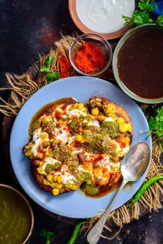 Aloo Tikki Chaat is one of the fav chaat dishes. It is a popular street food of India and is loved by many. Here is how to make Aloo Tikki Chaat Recipe at home. Mumbai Street Food, Thai Street Food, Best Street Food, Indian Street Food, India Street, Indian Snacks, Indian Food Recipes, Vegetarian Recipes, Ethnic Recipes