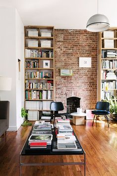 Usually the living room interior of the exposed brick wall is rustic, elegant, and casual. Exposed brick wall will affect the overall look of your house more appreciably. Sweet Home, Exposed Brick Walls, Exposed Brick Apartment, Decoration Inspiration, Decor Ideas, Beautiful Decoration, Home Libraries, Home And Deco, Small Apartments