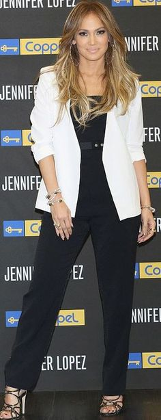Jennifer Lopez: Jacket, shirt and pants – Coppel  Shoes – Brian Atwood