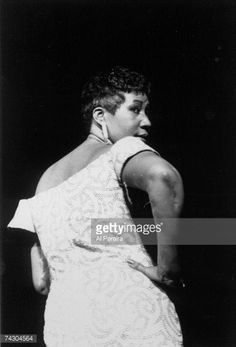 News Photo : R&B singer Aretha Franklin performs onstage in...