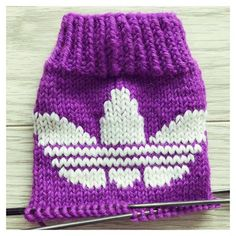 Adidas, Knitted Hats, Diy And Crafts, Winter Hats, Beanie, Socks, Knitting Ideas, Handmade, Minecraft