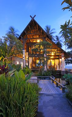 Neighboring The Lush Jungle of East Bali: Exclusive Jasri Beach Villas