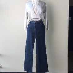 """Michael Kors Jeans Gold Buckle This is a Gold accent buckle with MK logo in back pocket. Like new.  16"""" waist, 29"""" inseam.  Size 8 tag inside.    Low balls  Trades  Offline transaction Michael Kors Jeans"""