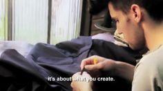 Making Of & Teaser   Campanha 2012   Jonathan Scarpari by Ricardo Zauza. Nesse vídeo o estilista explica como sua visão do que é moda influencia na concepção de sua coleção masculina.