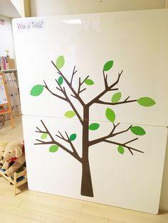 ワードツリー(言葉の木) 幼児クラスのこども達に使ってほしい言葉を活動の中で伝えていき、使えるようになったら、言葉の葉っぱを増やしていきます。