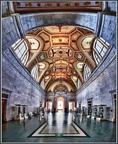 Detroit Institute of Arts Main Gallery, via Flickr.  Thank you to the photographer - we love this view of the Great Hall.