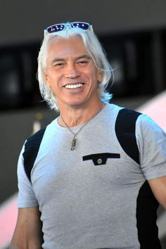 Dmitri Hvorostovsky R.I.P., touching many lives with his voice.