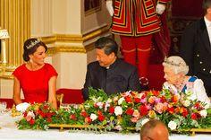 LONDEN - De hertogin van Cambridge heeft een bijzonder juweel uitgekozen voor het tweede officiële staatsbanket van haar leven. Voor het diner in Buckingham Palace op dinsdagavond koos ze een bijzondere diadeem, die ze in bruikleen had gekregen van koningin Elizabeth. (Lees verder…)