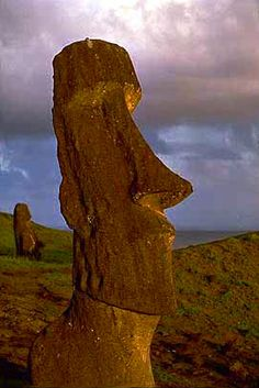 Mysterious Places: Explore sacred sites and ancient civilizations Tiki Art, Tiki Tiki, What A Beautiful World, Beautiful Body, Easter History, Easter Island Moai, Mysterious Places, Galapagos Islands, Ancient Civilizations