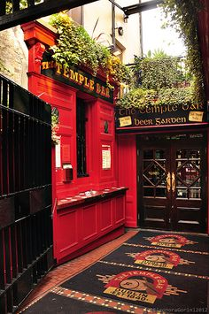 Temple Bar in La Fheile Padraig, Ireland. ASPEN CREEK TRAVEL - karen@aspencreektravel.com