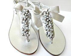 Handmade wedding sandals / Jewellery / Crafts by artncreate Pearl Sandals, Toe Ring Sandals, Bridal Sandals, Gold Sandals, Toe Rings, Bridal Party Shoes, Beach Wedding Shoes, Green Tassel Earrings, Dainty Earrings