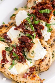This Copycat Carrabba's Chicken Bryan is a family favorite. The lemon butter sauce with fresh basil and sun-dried tomatoes is truly amazing. Family Fresh Meals, Easy Family Dinners, Quick Easy Meals, Easy Dinners, Family Recipes, Carrabbas Chicken Bryan, Cooking Recipes, Healthy Recipes, Healthy Meals