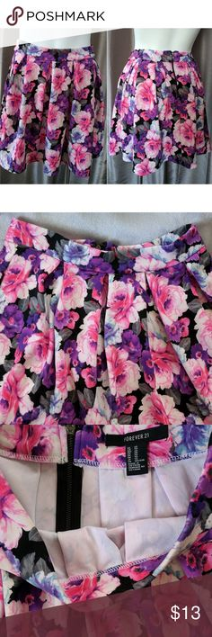 Forever 21 Pleated Floral Skirt New without tags in excellent unworn condition. Coming from a smoke free home.  Size XS but will also fit a Small.  Flirty pleated skirt features a lovely floral print and zippered back. Perfect for the spring and summer months.   95% polyester, 5% Spandex. Forever 21 Skirts Circle & Skater