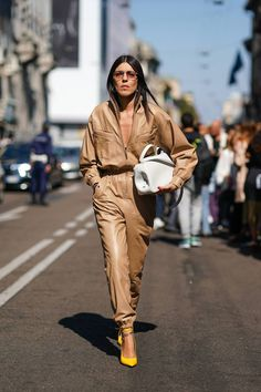 We've spent the last few months (years!) wearing nothing but floral dresses, but the Milan Fashion Week street style set just persuaded us to put them down in favour of chic trouser suits. Milan Fashion Week Street Style, Looks Street Style, Street Style Edgy, Cool Street Fashion, Street Chic, Street Style Dresses, Beige Outfit, Neutral Outfit, Fashion 2020