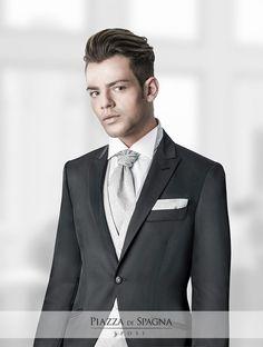 Nella collezione #Privè 2016 emerge tutta l'alta sartoria italiana in #abitidasposo di indiscutibile fascino, proprio come questo modello con doppiopetto, piastron e camicia bianca con colletto diplomatico.