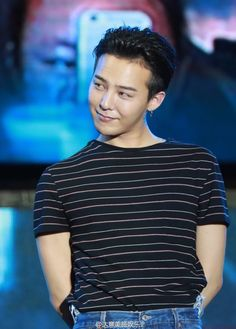 G-Dragon. doesn't he look like he got caught at something and doesn't care Seungri, Gd Bigbang, Bigbang G Dragon, G Dragon Hairstyle, G Dragon Cute, Top Rappers, Creepy Pictures, Ji Yong, Big Bang