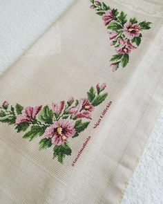 Hobbies And Crafts, Diy And Crafts, Crochet Bedspread, Cross Stitch Designs, Hand Embroidery, Shabby Chic, Pillows, Asd, Smocking