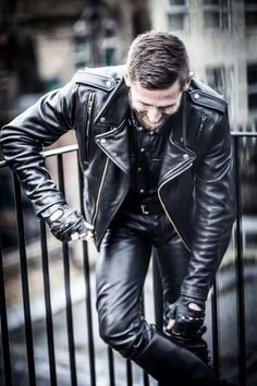 Men's Leather Jackets: How To Choose The One For You. A leather coat is a must for each guy's closet and is likewise an excellent method to express his individual design. Leather jackets never head out of styl Leder Outfits, Komplette Outfits, Best Leather Jackets, Revival Clothing, Leather Trousers, Lingerie, Leather Fashion, Denim Fashion, Elegant
