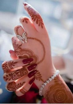 We have presented here a lot of best designs of henna and mehndi for brides and also for modern ladies to wear on wedding and special occasions in year This one is more elegant henna arts for this year. Henna Hand Designs, Mehandi Designs, Stylish Mehndi Designs, Best Mehndi Designs, Arabic Mehndi Designs, Bridal Mehndi Designs, Mehndi Designs For Hands, Bridal Henna, Mehndi Images