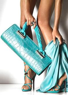 Versace meets Tiffany blue, ends result, fabulous.love the purse