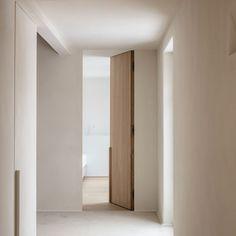 Interior Design Principles, Pivot Doors, Minimalist Apartment, Modern House Design, Door Design, Deco, Door Handles, Indoor, Contemporary