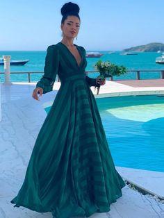 Vestido longo verde para madrinha de casamento of party of . Ombre Prom Dresses, Prom Dresses Long With Sleeves, Plus Size Prom Dresses, A Line Prom Dresses, Beautiful Prom Dresses, Cheap Prom Dresses, Modest Dresses, Evening Dresses, Long Dress Fashion