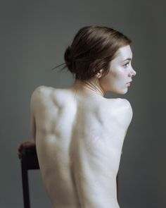 Delicate back portrait by Emmet Green Female Body Photography, Figure Photography, Photography Women, Portrait Photography, Human Poses Reference, Pose Reference Photo, Body Study, Figure Poses, Art Poses