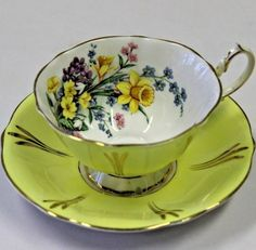 Queen Anne English Tea Cup and Saucer Set England Bone China Yellow Daffodil Bouquet pattern design. Queen Anne English Tea Cup and Saucer Set England Bone China Yellow Daffodil Bouquet pattern design. Cup And Saucer Set, Tea Cup Saucer, Floating Tea Cup, English Tea Cups, Antique Tea Cups, Vintage Teacups, Yellow Cups, Turkish Coffee Cups, Teapots And Cups