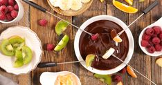 Siri's chocolate fondue is the most simple and perfect Valentine's Day dessert Cake Ingredients, Homemade Taco Seasoning, Homemade Tacos, Chocolate Desserts, Chocolate Fondue, Healthy Dessert Recipes, Whole Food Recipes, Dessert Express, Stuffed Peppers